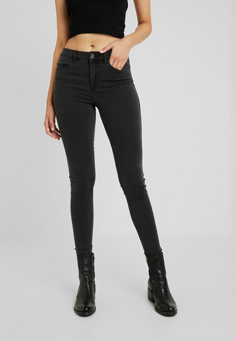 Vero Moda Tall - VMSEVEN SHAPE UP - Jeans Skinny Fit - dark grey denim