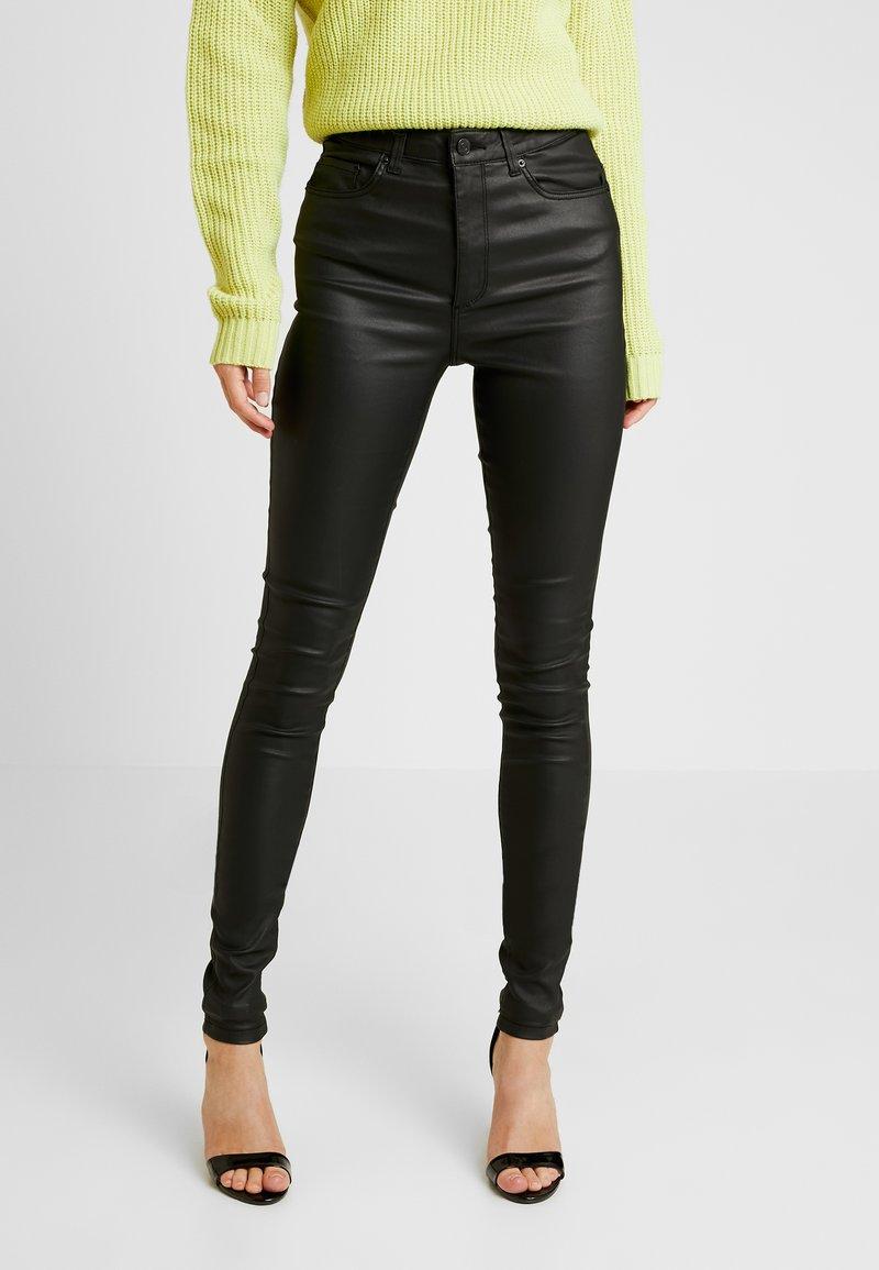 Vero Moda Tall - VMSOPHIA COATED PANTS - Pantalon classique - black