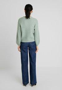 Vero Moda Tall - VMKATHY HERONA WIDE - Flared jeans - dark blue denim - 2