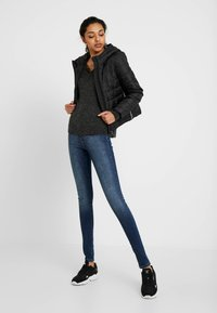 Vero Moda Tall - VMSOPHIA - Skinny-Farkut - medium blue denim - 1