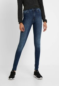Vero Moda Tall - VMSOPHIA - Skinny-Farkut - medium blue denim - 0