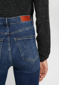 Vero Moda Tall - VMSOPHIA - Skinny-Farkut - medium blue denim - 3