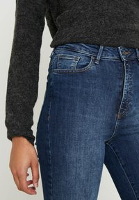 Vero Moda Tall - VMSOPHIA - Skinny-Farkut - medium blue denim - 5