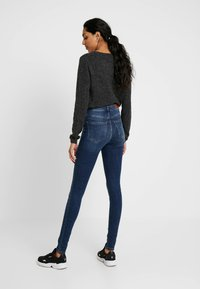 Vero Moda Tall - VMSOPHIA - Skinny-Farkut - medium blue denim - 2