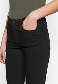 Vero Moda Tall - VMTANYA PIPING RAW - Jeans Skinny Fit - black - 4