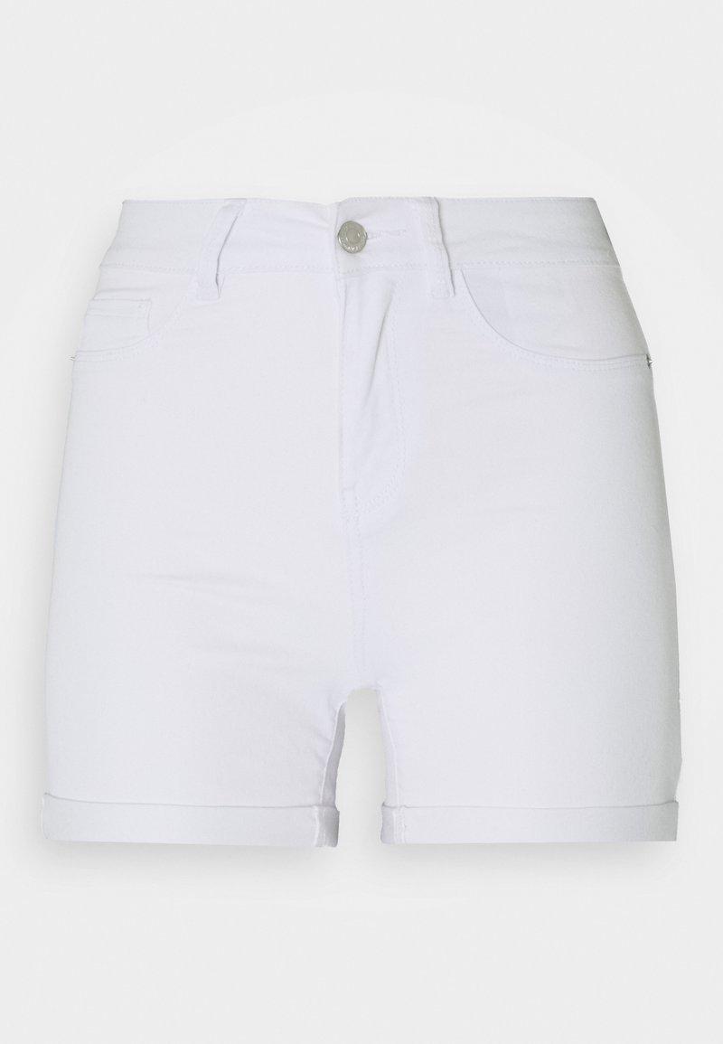 Vero Moda Tall - VMHOT SEVEN FOLD TALL - Džínové kraťasy - light blue denim/bright white
