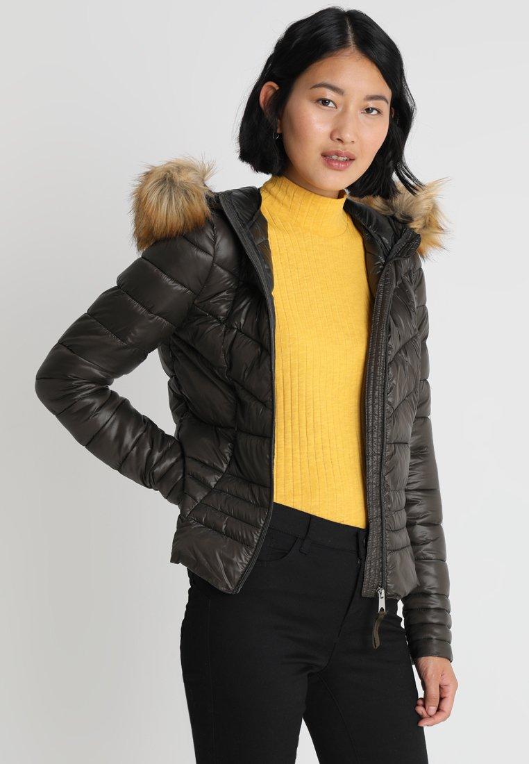 Vero Moda Tall - VMSALLY SORAYA SHORT HOODY - Vinterjakker - peat