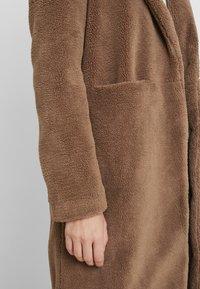 Vero Moda Tall - VMHOLLY - Zimní kabát - tobacco brown - 5