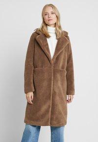 Vero Moda Tall - VMHOLLY - Zimní kabát - tobacco brown - 0