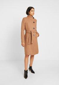Vero Moda Tall - VMDANIELLA LONG JACKET - Cappotto classico - tobacco brown - 0