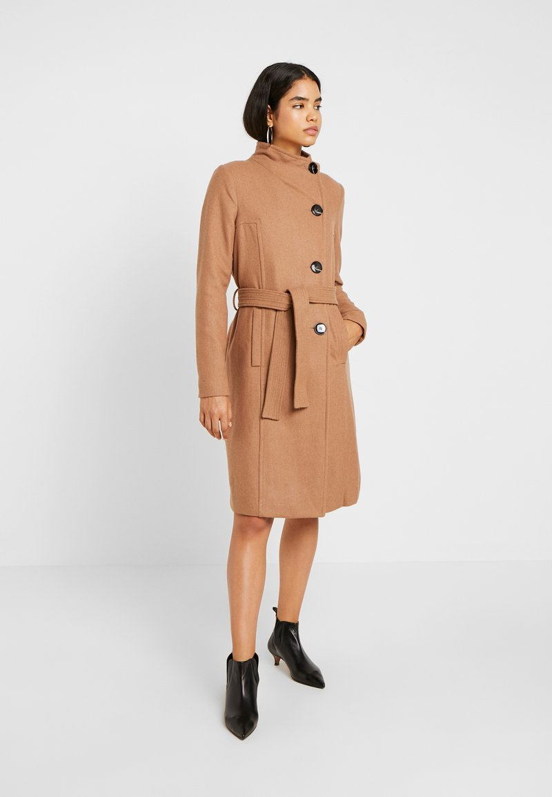 Vero Moda Tall - VMDANIELLA LONG JACKET - Frakker / klassisk frakker - tobacco brown