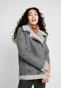 Vero Moda Tall - VMFURRY JACKET - Lett jakke - medium grey melange - 0