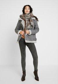 Vero Moda Tall - VMFURRY JACKET - Lett jakke - medium grey melange - 1