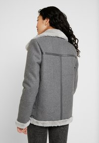 Vero Moda Tall - VMFURRY JACKET - Lehká bunda - medium grey melange - 2