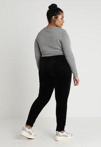 Vero Moda Curve - VMEVA STRING PANT  - Verryttelyhousut - black - 2