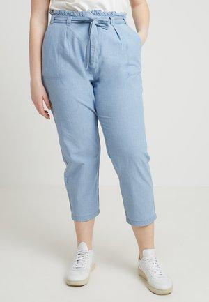 VMEMILY TIE WAIST PANT - Kalhoty - light blue denim