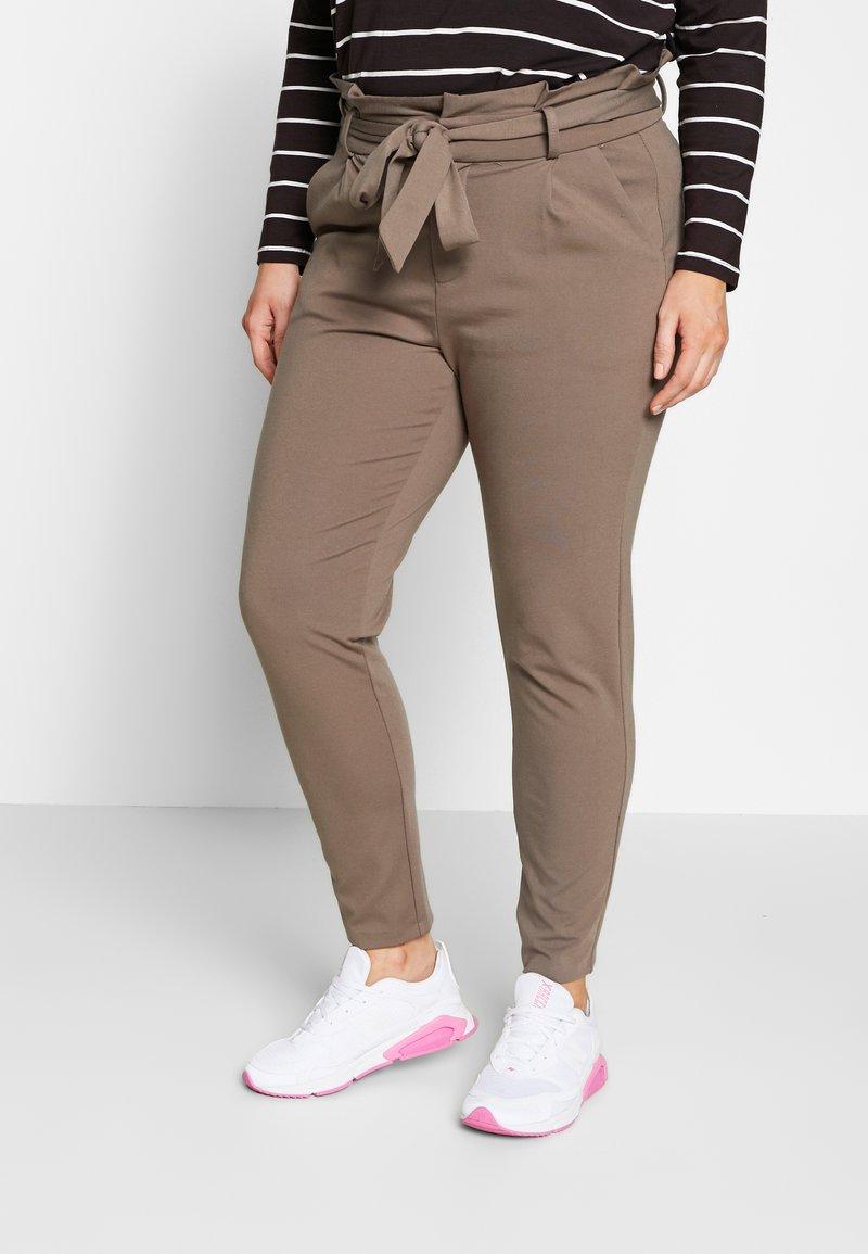 Vero Moda Curve - VMEVA LOOSE PAPERBAG PANT CURVE - Kalhoty - bungee cord