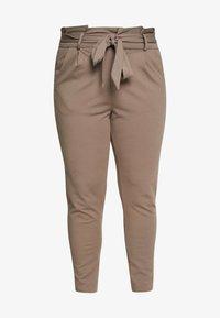 Vero Moda Curve - VMEVA LOOSE PAPERBAG PANT CURVE - Kalhoty - bungee cord - 3