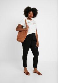 Vero Moda Curve - Pantalones - black - 2