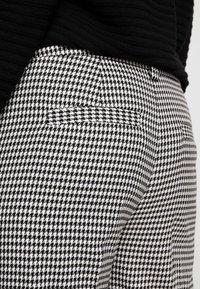 Vero Moda Curve - VMMAISELMA PANT - Pantalones - black - 4