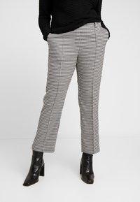 Vero Moda Curve - VMMAISELMA PANT - Pantalones - black - 0