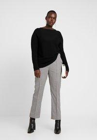 Vero Moda Curve - VMMAISELMA PANT - Pantalones - black - 1