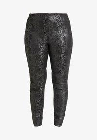 Vero Moda Curve - VMDESTROY SNAKE - Leggings - black - 3