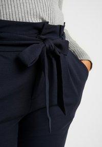 Vero Moda Curve - VMEVA LOOSE PAPERBAG PANT COLOR - Pantaloni - blue - 4