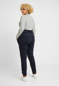 Vero Moda Curve - VMEVA LOOSE PAPERBAG PANT COLOR - Pantalon classique - blue - 2