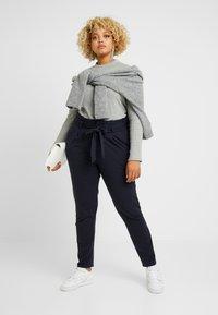 Vero Moda Curve - VMEVA LOOSE PAPERBAG PANT COLOR - Pantalon classique - blue - 1