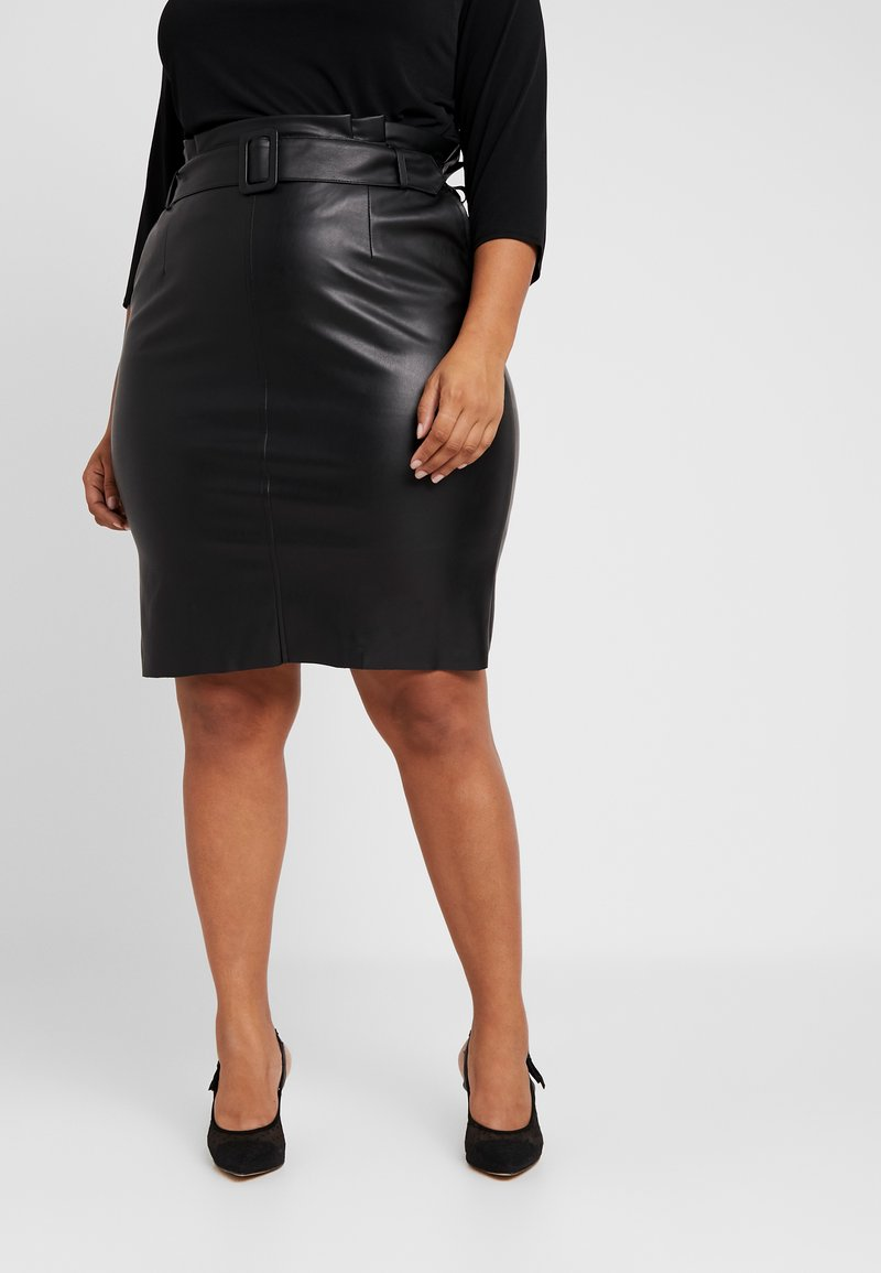 Vero Moda Curve - VMBUTTERBE KNEE COATED SKIRT - Jupe crayon - black