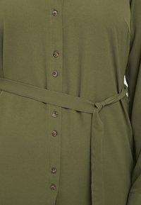 Vero Moda Curve - Vestito estivo - ivy green - 5