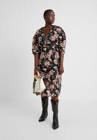 Vero Moda Curve - VMWILMA CALF DRESS - Skjortekjole - black - 2