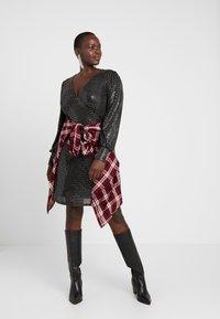 Vero Moda Curve - VMDARLING SHORT DRESS - Cocktailkjole - black/silver - 2