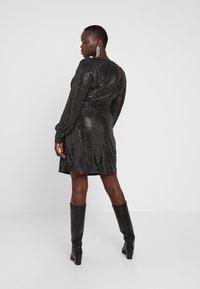 Vero Moda Curve - VMDARLING SHORT DRESS - Cocktailkjole - black/silver - 3