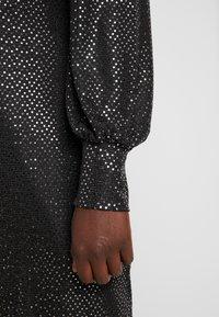 Vero Moda Curve - VMDARLING SHORT DRESS - Cocktailkjole - black/silver - 6