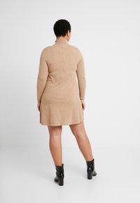 Vero Moda Curve - VMHAPPY ROLLNECK DRESS - Robe pull - tobacco brown/melange - 2