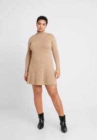 Vero Moda Curve - VMHAPPY ROLLNECK DRESS - Robe pull - tobacco brown/melange - 0