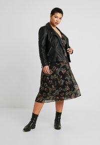 Vero Moda Curve - VMJULIE CALF DRESS - Kjole - black/julie - 1