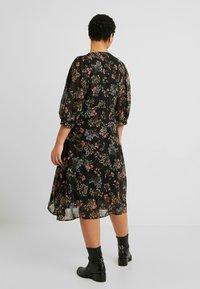Vero Moda Curve - VMJULIE CALF DRESS - Kjole - black/julie - 2