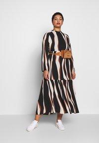 Vero Moda Curve - VMFIDELA LANKLE DRESS CURVE - Denní šaty - birch/fidela - 1