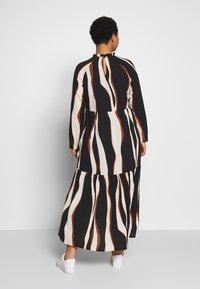 Vero Moda Curve - VMFIDELA LANKLE DRESS CURVE - Denní šaty - birch/fidela - 2