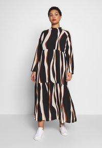 Vero Moda Curve - VMFIDELA LANKLE DRESS CURVE - Denní šaty - birch/fidela - 0
