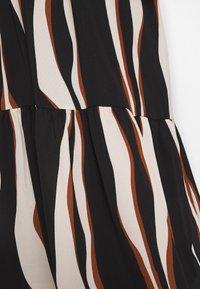 Vero Moda Curve - VMFIDELA LANKLE DRESS CURVE - Denní šaty - birch/fidela - 6