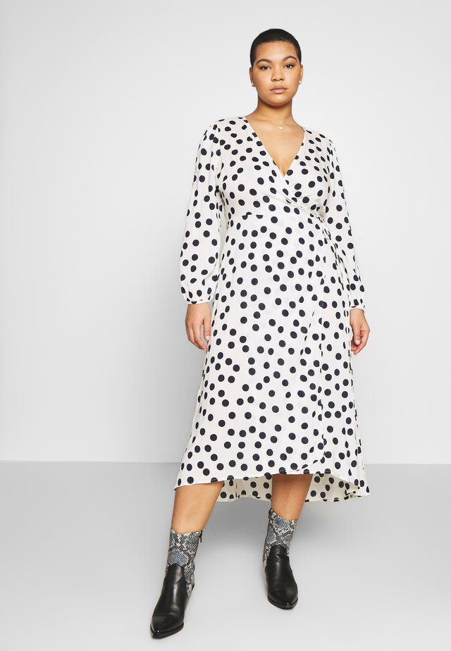 VMKAYLA  WRAP DRESS CURVE - Korte jurk - birch