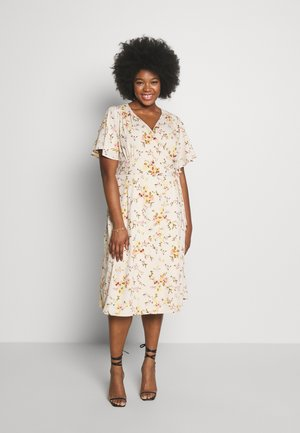 VMKISSEY DRESS CURVE - Day dress - birch/kissey
