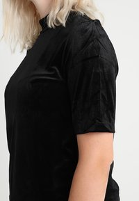 Vero Moda Curve - VMVALA HIGH NECK - Camiseta estampada - black - 4