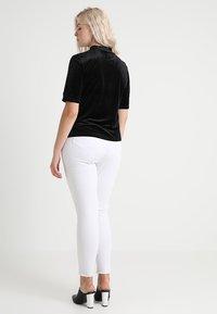 Vero Moda Curve - VMVALA HIGH NECK - Camiseta estampada - black - 2