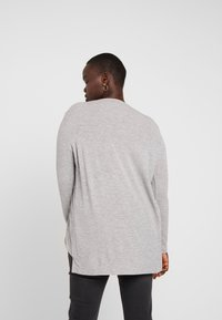 Vero Moda Curve - Camiseta estampada - light grey melange - 2