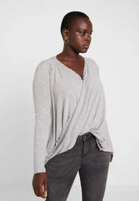 Vero Moda Curve - Camiseta estampada - light grey melange - 0